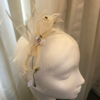 Child's cream/ivory fascinator NR69